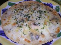 3種チーズの塩味ピッツァ